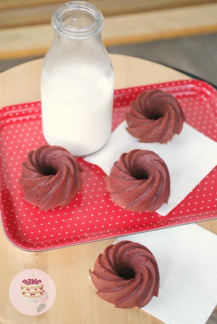 Mini red-velvet bundt cakes